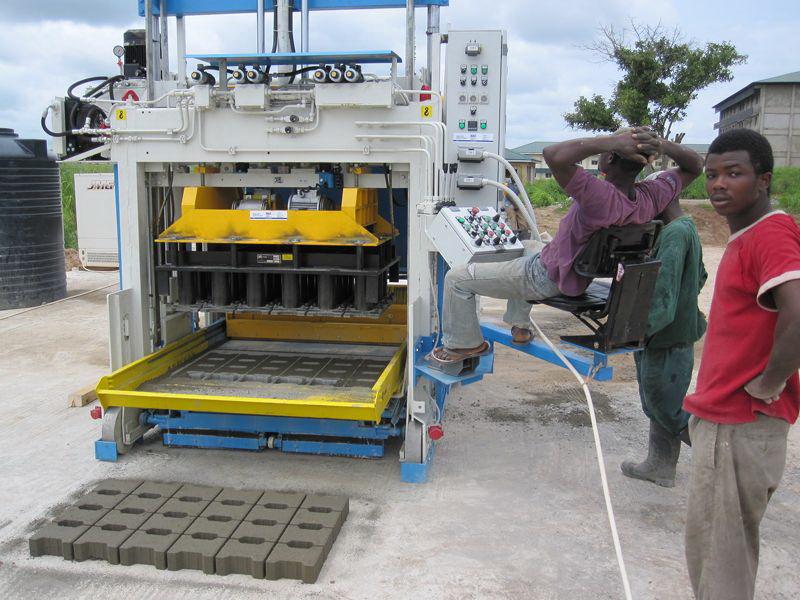 Köpa Mobile block making machine SUMAB E12