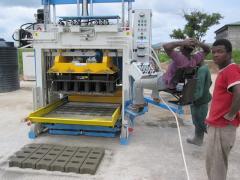 Mobile block making machine SUMAB E12